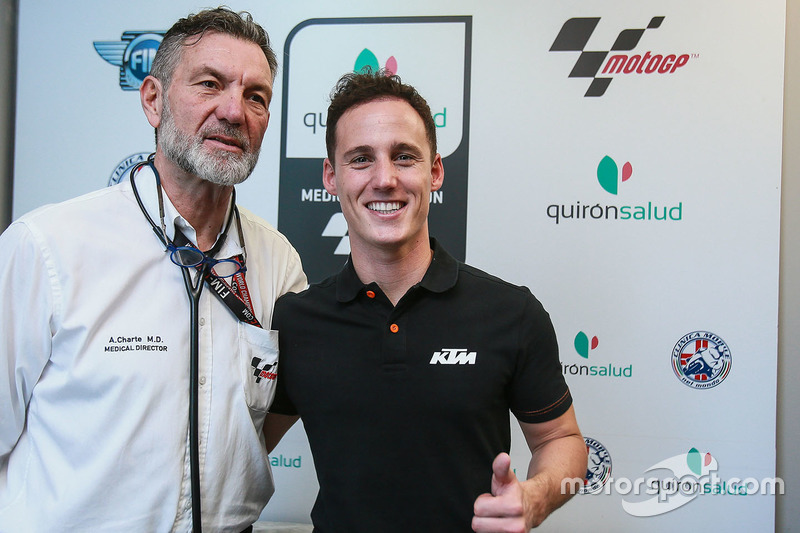 Pol Espargaro, Red Bull KTM Factory Racing dan Dr Angel Charte, MotoGP Medical Director