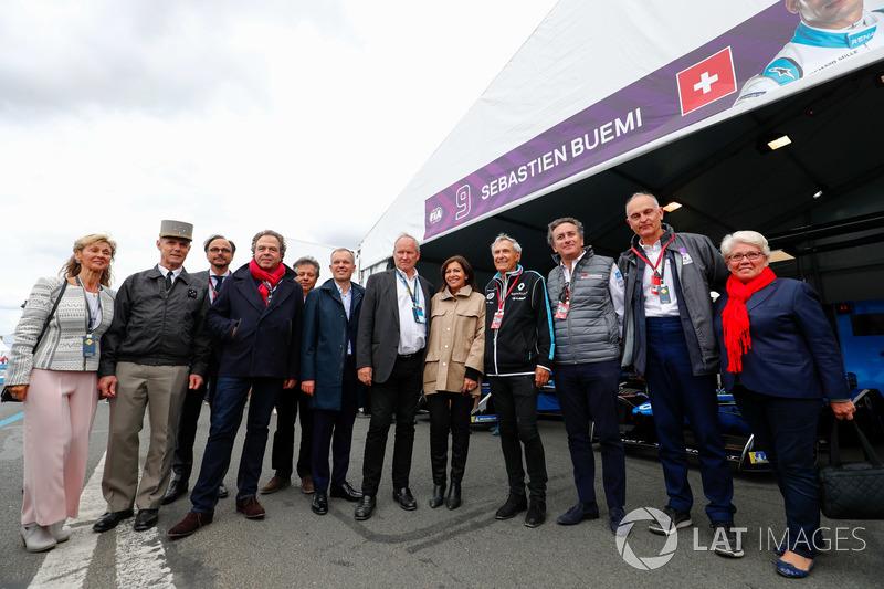 Alejandro Agag, CEO de Formula E, con la Alcaldesa de París Anne Hidalgo, invitados
