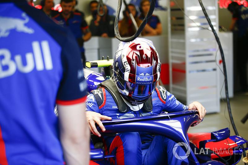 Pierre Gasly, Toro Rosso, sube a su auto