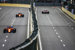 Esteban Ocon, Force India VJM11 Mercedes, Stoffel Vandoorne, McLaren MCL33 Renault, and Fernando Alonso, McLaren MCL33 Renault