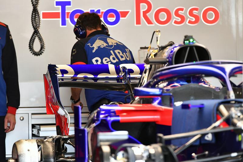 Scuderia Toro Rosso STR13 rear wing