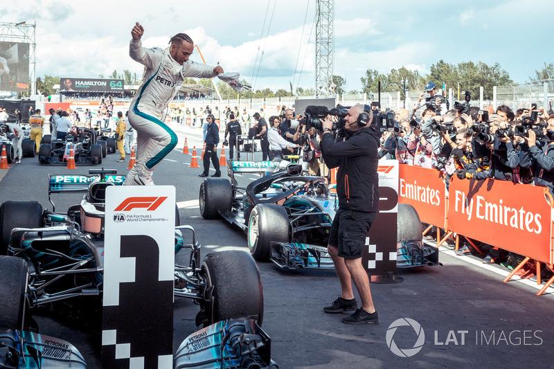 Ganador, Lewis Hamilton, Mercedes-AMG F1 W09 celebra
