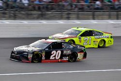 Erik Jones, Joe Gibbs Racing, Toyota Camry Reser's e Paul Menard, Wood Brothers Racing, Ford Fusion Menards / Atlas
