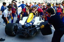 La voiture de Nigel Mansell, Williams FW11B après son accident