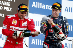 Podio: segundo lugar Felipe Massa, Ferrari, y ganador de la carrera Sebastian Vettel, Red Bull Racin