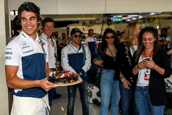 Lance Stroll, Williams with birthday cake celebrates his 19th Birthday with Rob Smedley, Williams He