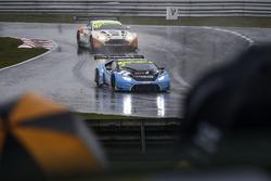 #2 Barwell Motorsport Lamborghini Huracan GT3: Leo Machitski, Patrick Kujala