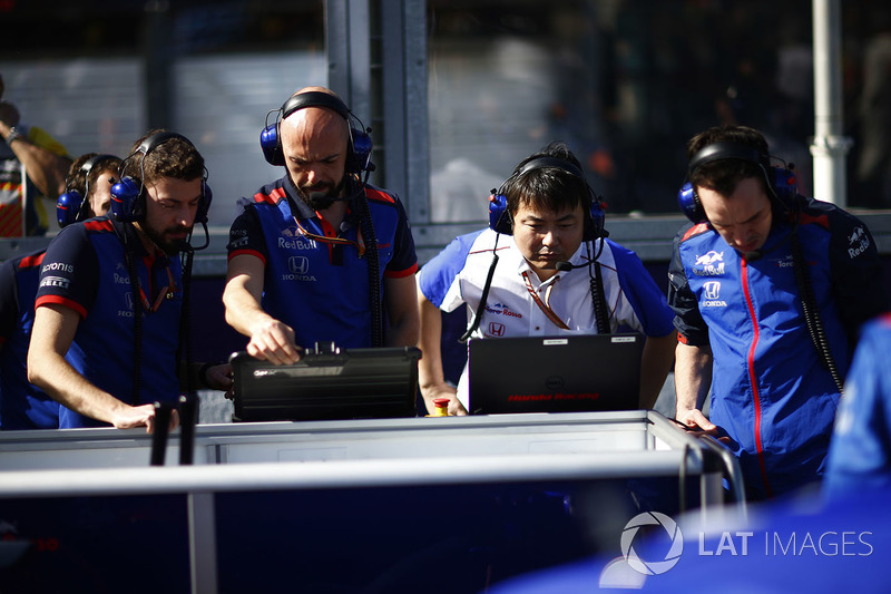 Toro Rosso and Honda engineers work with some data