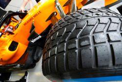 An intermediate tyre on the car of Stoffel Vandoorne, McLaren MCL33 Renault