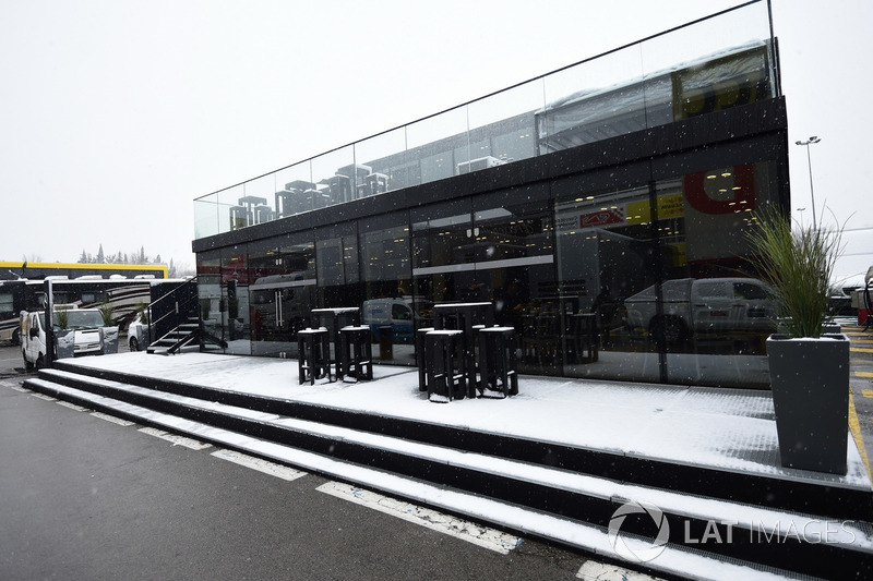 Paddock as snow stops testing on day three