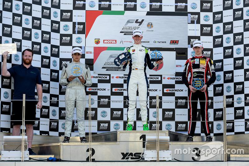Podium : le vainqueur David Schumacher, Rasgaira Motorsports, le deuxième Caio Collet, SILBERPFEIL Energy Dubai, le troisième Charles Weerts, Dragon Motopark F4