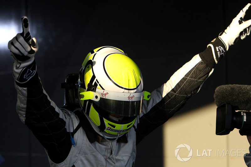 Ganador de la carrera Jenson Button, Brawn Grand Prix en parc ferme