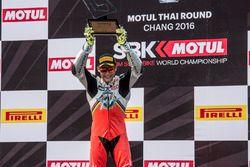 Le vainqueur Jules Cluzel, MV Agusta sur le podium