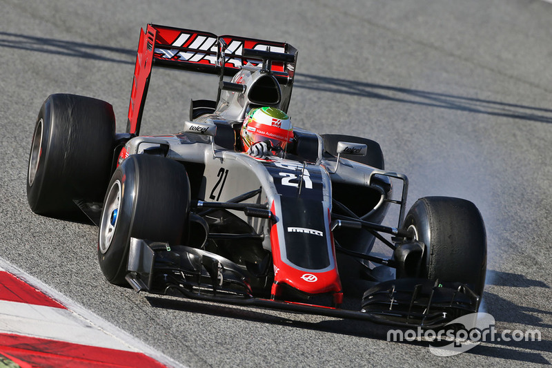 Esteban Gutierrez, Haas F1 Team VF-16 locks up