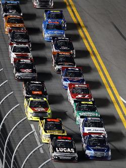 Restart : Bobby Gerhart, Chevrolet mène
