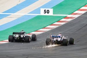 Pierre Gasly, AlphaTauri AT01, battles with Lance Stroll, Racing Point RP20