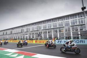 Start der Superbike-WM 2020 in Magny-Cours: Eugene Laverty, BMW Motorrad WorldSBK Team, führt