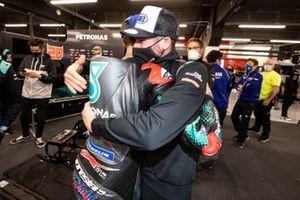 Ganador Fabio Quartararo, Petronas Yamaha SRT y Jake Dixon