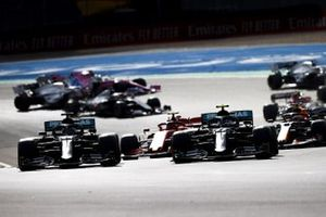 Valtteri Bottas, Mercedes F1 W11, Lewis Hamilton, Mercedes F1 W11, Max Verstappen, Red Bull Racing RB16, Charles Leclerc, Ferrari SF1000, and the rest of the field at the start