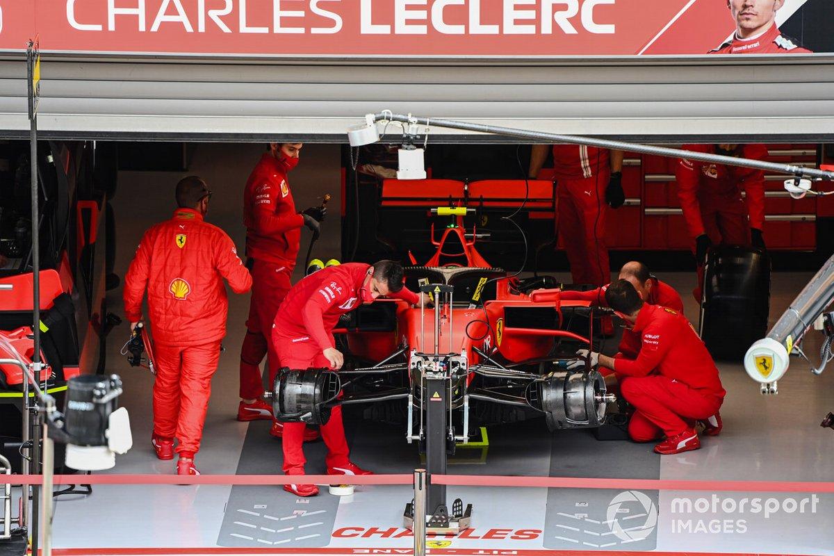 Charles Leclerc, Ferrari SF1000 nel garage a Spa