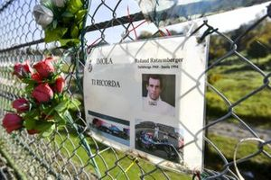 Erinnerung an Roland Ratzenberger im Autodromo Enzo e Dino Ferrari in Imola