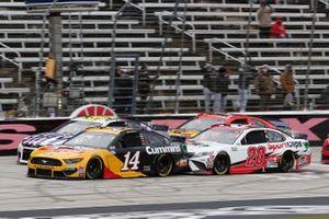 Clint Bowyer, Stewart-Haas Racing, Ford Mustang Rush Truck Centers / Cummins Erik Jones, Joe Gibbs Racing, Toyota Camry Sport Clips