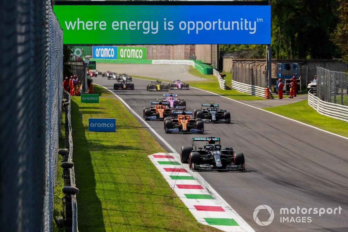 Lewis Hamilton, Mercedes F1 W11, Carlos Sainz Jr., McLaren MCL35, Valtteri Bottas, Mercedes F1 W11, Lando Norris, McLaren MCL35, Sergio Pérez, Racing Point RP20, al inicio