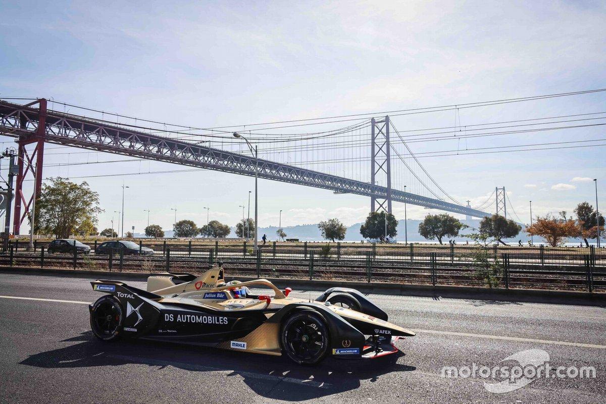 Antonio Felix Da Costa, piloto de DS TECHEETAH FE Team, celebra el campeonato de Fórmula E en Lisboa, Portugal