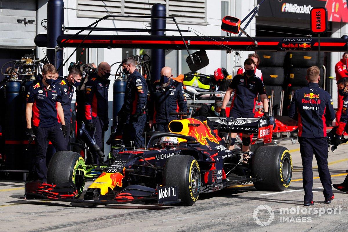Max Verstappen, Red Bull Racing RB16, lascia i box
