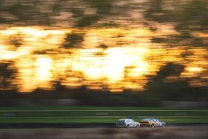 Stig Blomqvist, Tom Blomqvist, Rover 3500 SD1, devant Jim Morris, Tom Shephard, Volkswagen Scirocco GTI