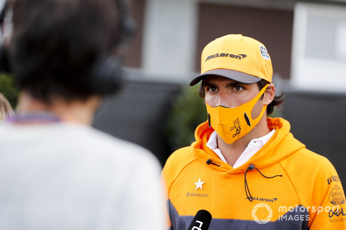 Carlos Sainz Jr., McLaren con los medios