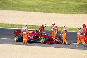 Marshals assist as Sebastian Vettel, Ferrari SF1000, parks up