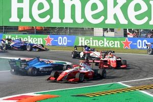 Calan Williams, Jenzer Motorsport spins whilst Logan Sargeant, Prema Racing and Oscar Piastri, Prema Racing drive past