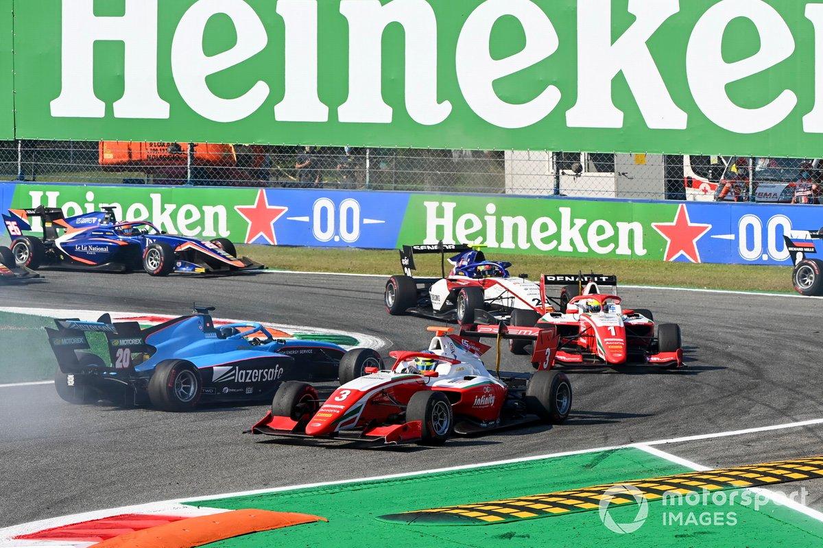 Calan Williams, Jenzer Motorsport trompea y Logan Sargeant, Prema Racing y Oscar Piastri, Prema Racing