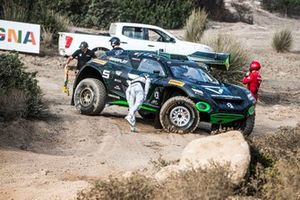 Emma Gilmour, Stephane Sarrazin, Veloce Racing con la rueda delantera rota