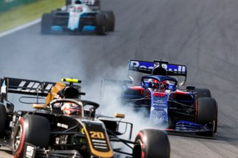 Daniil Kvyat, Toro Rosso STR14 and Kevin Magnussen, Haas F1 Team VF-19