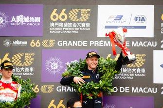 Podio: il vincitore della gara Jüri Vips, Hitech Grand Prix