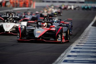 Sébastien Buemi, Nissan e.Dams, Nissan IMO2 leadsAndre Lotterer, Porsche, Porsche 99x Electric, Sam Bird, Virgin Racing, Audi e-tron FE06