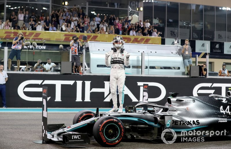 6 - Para sacramentar, seria um título por uma terceira equipe diferente e com um motor não sendo da Mercedes, pela primeira vez.