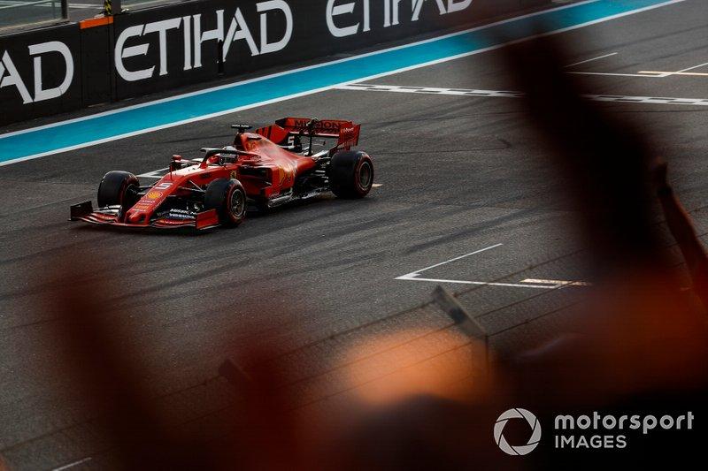 Vettel cerró la temporada 2019 con un quinto puesto en Abu Dhabi