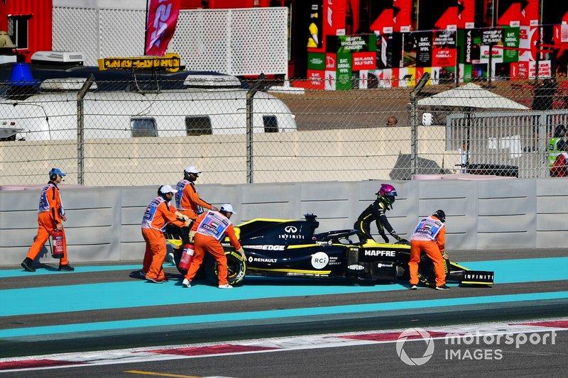 Daniel Ricciardo, Renault F1 Team R.S.19, se para en pista