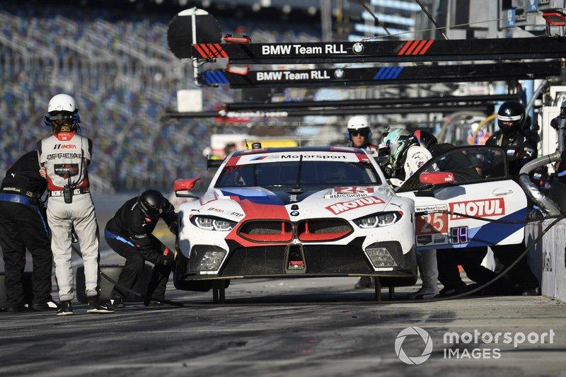 #25 BMW Team RLL BMW M8 GTE, GTLM: Connor De Phillippi, Philipp Eng, Bruno Spengler, Colton Herta - pit stop