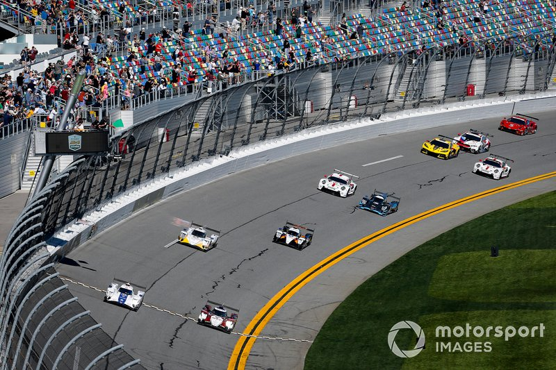 #81 DragonSpeed USA ORECA LMP2 07, LMP2: Ben Hanley, Henrik Hedman, Colin Braun, Harrison Newey takes the green flag