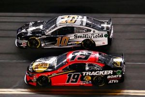 Martin Truex Jr., Joe Gibbs Racing, Toyota Camry Bass Pro Shops, Aric Almirola, Stewart-Haas Racing, Ford Mustang Smithfield