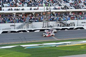 Эрик Джонс, Joe Gibbs Racing, Toyota Camry Sports Clips, и Дэнни Хэмлин, Joe Gibbs Racing, Toyota Camry FedEx Express