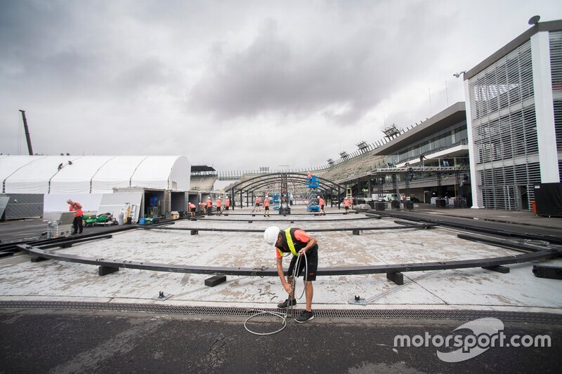 Preparations for F1 at Autodromo Hermanos Rodriguez