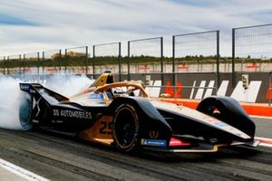 Jean-Eric Vergne, DS TECHEETAH, DS E-Tense FE20, burn out in the pit lane