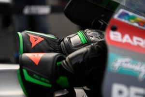 Franco Morbidelli, Petronas Yamaha SRT, gloves