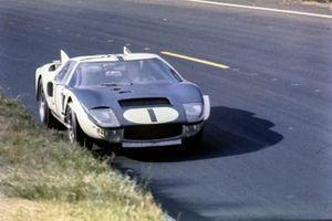 Кен Майлс, Брюс Макларен, Shelby-American Inc, Ford GT40 Mk.II
