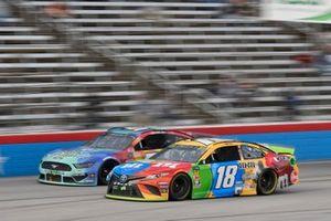 Kyle Busch, Joe Gibbs Racing, Toyota Camry M&M's, J.J. Yeley, Rick Ware Racing, Ford Mustang Factor One Source Pharmacy